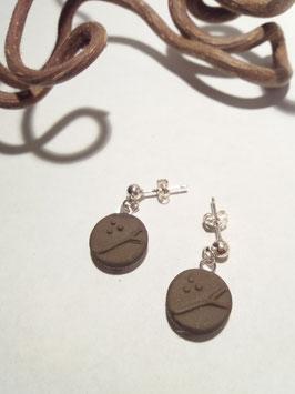 """petites boucles pendantes """"arbres"""" brunes supports en laiton argenté"""