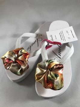 Flip Flop weiss, Grösse S, 36-38, Flores aus einem Seidenfoulard
