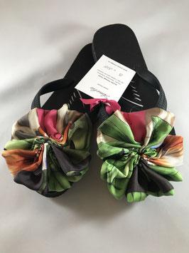 Flip Flop schwarz, Grösse S, 36-38, grosse Flores aus einem Seiden Foulard