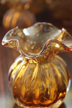 Amber kleurig vaasje