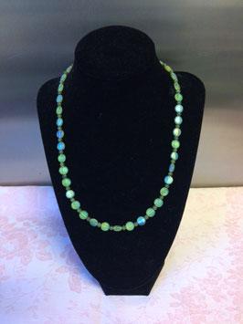 Grasgroene halsketting met jade