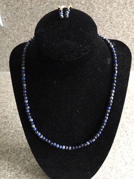 Korte halsketting met natuurstenen snowflake obsidian en lapis lazuli