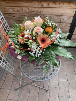 Blumenstrauss, rund gebunden kompakt