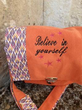 "Sac velours côtelé orange et coton , ""believe in yourself""."