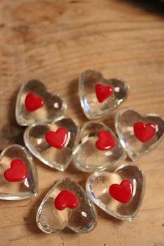 Räder kleinen Glasherzen klar mit rotem Herz