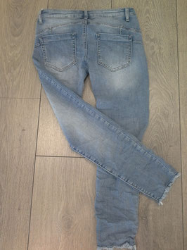 *** NEU ***  Jeanshose mit Fransen, knöchellang, in den Größen XS, S, M, L, XL