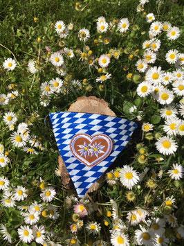 """Dreieckstuch Hundehalsband """"Raute blau-weiß + 2 Edelweißblumen im Lebkuchenherz"""""""