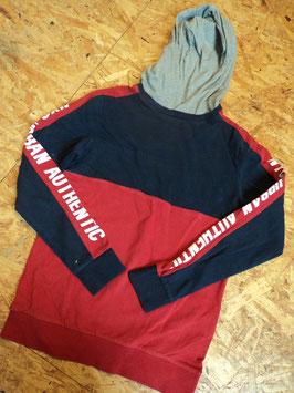 123 KapuzenShirt in grau-blau-rot- an den Ärmeln Schrift in weiß von H&M  Gr. 146/152