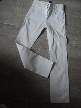 3189 weiße Hose mit Strasssteine und Glitzerknöpfe (unten am Bein kleiner Fleck) von YIGGA Gr. 146