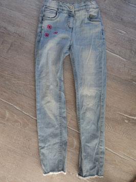SS-46 Helle Jeans unten Fransen -Pinke Blumen - enger stellbar von TOM TAILOR Gr. 128