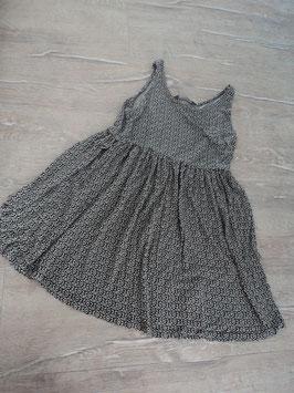 N-30 Kleid schwarz weiß mit Ornamente  Gr. 140