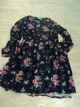 N-13 LA Kleid in blau/lila mit bunten Blumen, vorne Knopf-Hüfte mit Gummizug-Neu mit Etikett von ALIVE Gr. 146