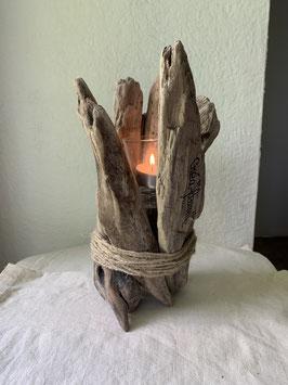 Bougie sur support en bois flotté