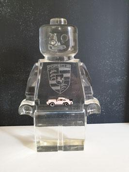 Lego Kerl mit Logo und Modellauto