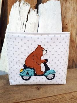 Utensilo Bär auf Roller