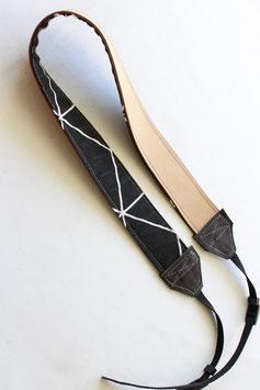 Camera strap nude/black geometric