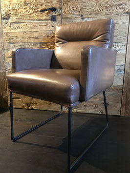 D-Light Stuhl mit Armlehnen