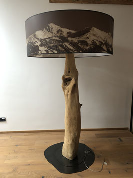 Stehlampe mit Lampenschirm Panorama