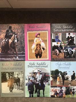 """10 Hefte des Damensattel-Journals """"Sidesaddle International"""""""