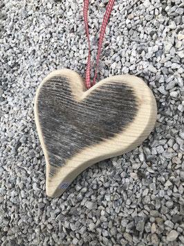 Abgewittertes Herz zum hängen
