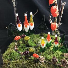 Wichtelwald mit Wichteln, Bäumen und Pilzen aus Glas