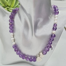 Kette aus Amethyst und Perlen mit 925 Sterlingsilber Schmuckverschluss aus eigener Manufaktur