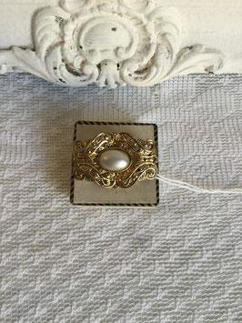 nr: 1734 broche goudkleurig ovaal met nepparel