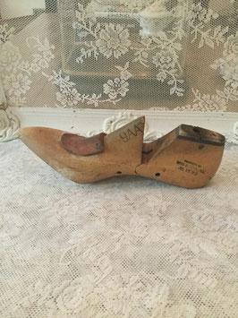nr: 9088 oude houten schoenmal damesschoen