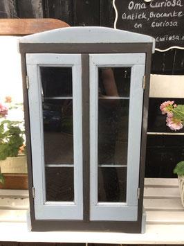 nr: oud vitrinekastje zwart/grijs