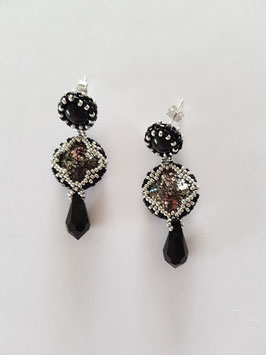 LUCKY CLOVER IN BLACK AND SILVER