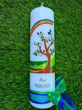Taufkerze Lebensbaum mit Buchstabenkette Dunkelblau-Grasgrün TK 400 / Regenbogen & Löwe / Silberschrift