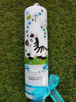 Taufkerze Zebra TK263 mit Schmetterlinge in Türkis-Anthrazit-Apfelgrün-Hellblau Holoflitter / Buchstabenkette