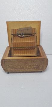 Zigarettenspender Spieluhr aus Holz mit Intarsien