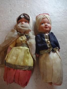 Couple de poupées orientales