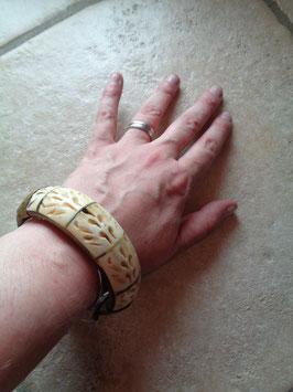 Bracelet corne sculptée