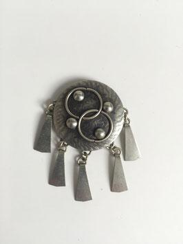 Vintage broche met 5 pegels (diameter 3,5 cm, lengte 5,5 cm)