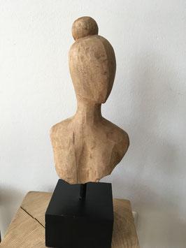 Holzskulptur Frau auf Sockel schwarz