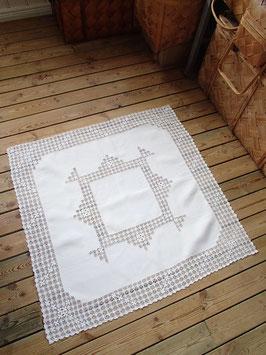 Rektangulär duk med hopdragssöm / ドローンワークのクロス