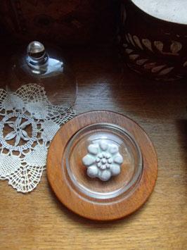 Brosch i terrakotta / 花のブローチ(テラコッタ)