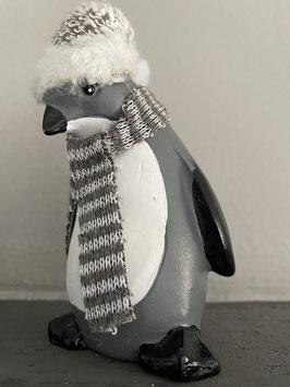 a little more Pinguin mit Winter-Mütze  mit Schal oder Tuch Deko Winter Weihnachten