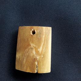 Rinden- anhänger aus Mammutelfenbein mit zwei unterschied-     lichen Seiten