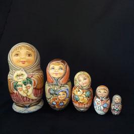 """Matroschka 5 tlg    """"Kinder. Winter. Lieblingste Spielzeuge"""""""