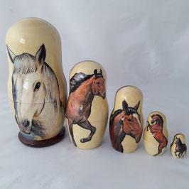 """Matroschka 5 tlg groß  Motiv """"Weißes Pferd"""""""