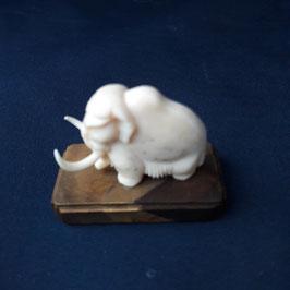 Mammut aus Mammut-Elfenbein