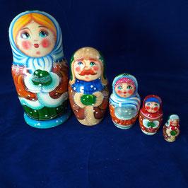 """Matroschka 5-teilig  mit Motiv """"Familie im Winter"""""""