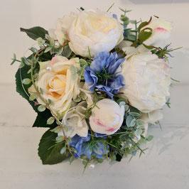 Brautstrauß mit Bauernrosen & Nigella