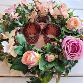 Kranz mit Rosen und Hortensien