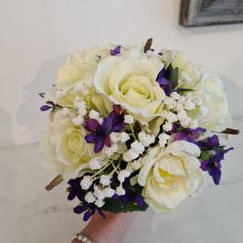 Brautstrauß weiße Rose mit Veilchen