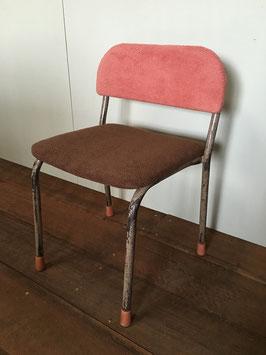 ちょっと座り心地が良くなりました!古い幼稚園のイス(ピンク&茶)