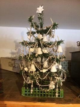 Kleiner Papierbaum, reich behängt